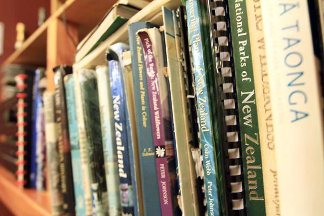 ロッジの書棚